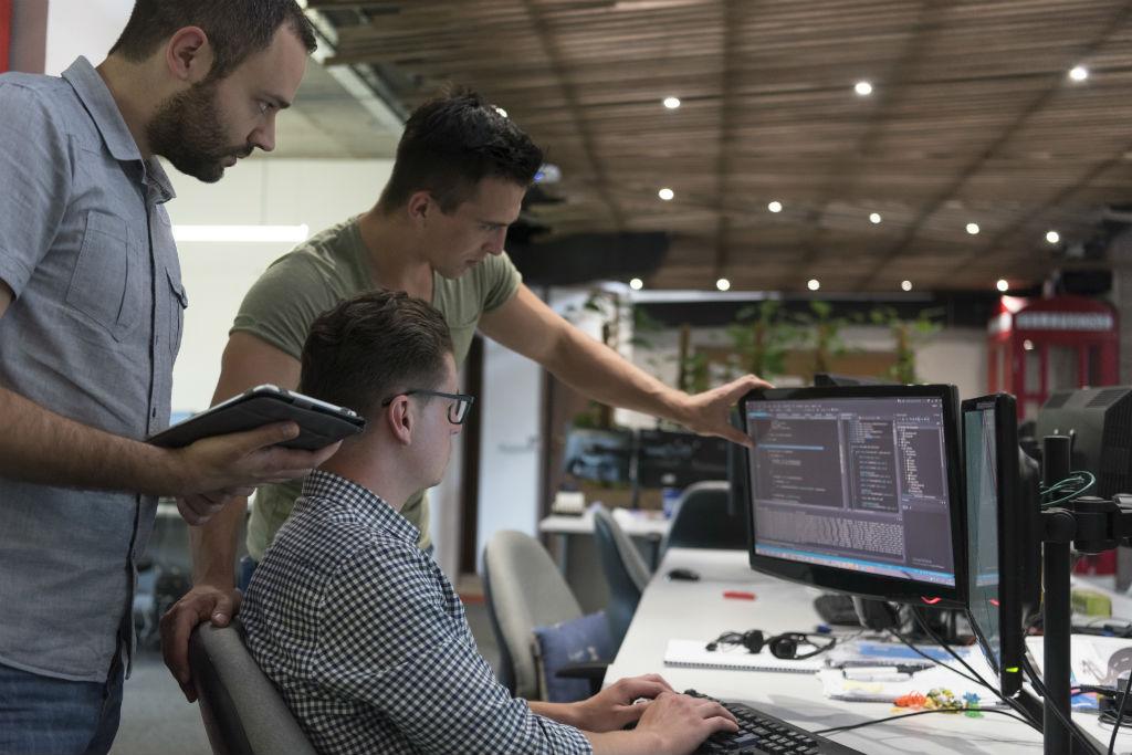 "Technology Trend ""Hackathon's movement to solve cross-border social"